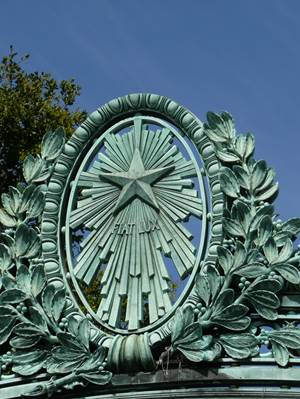 http://upload.wikimedia.org/wikipedia/commons/6/6b/Fiat_Lux%2C_Sather_Gate_detail.jpg